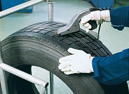 Prohibido rayar los neumáticos?  Donde?