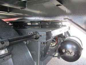 Detalle del sistema de eje direccional sobre el eje del semirremolque